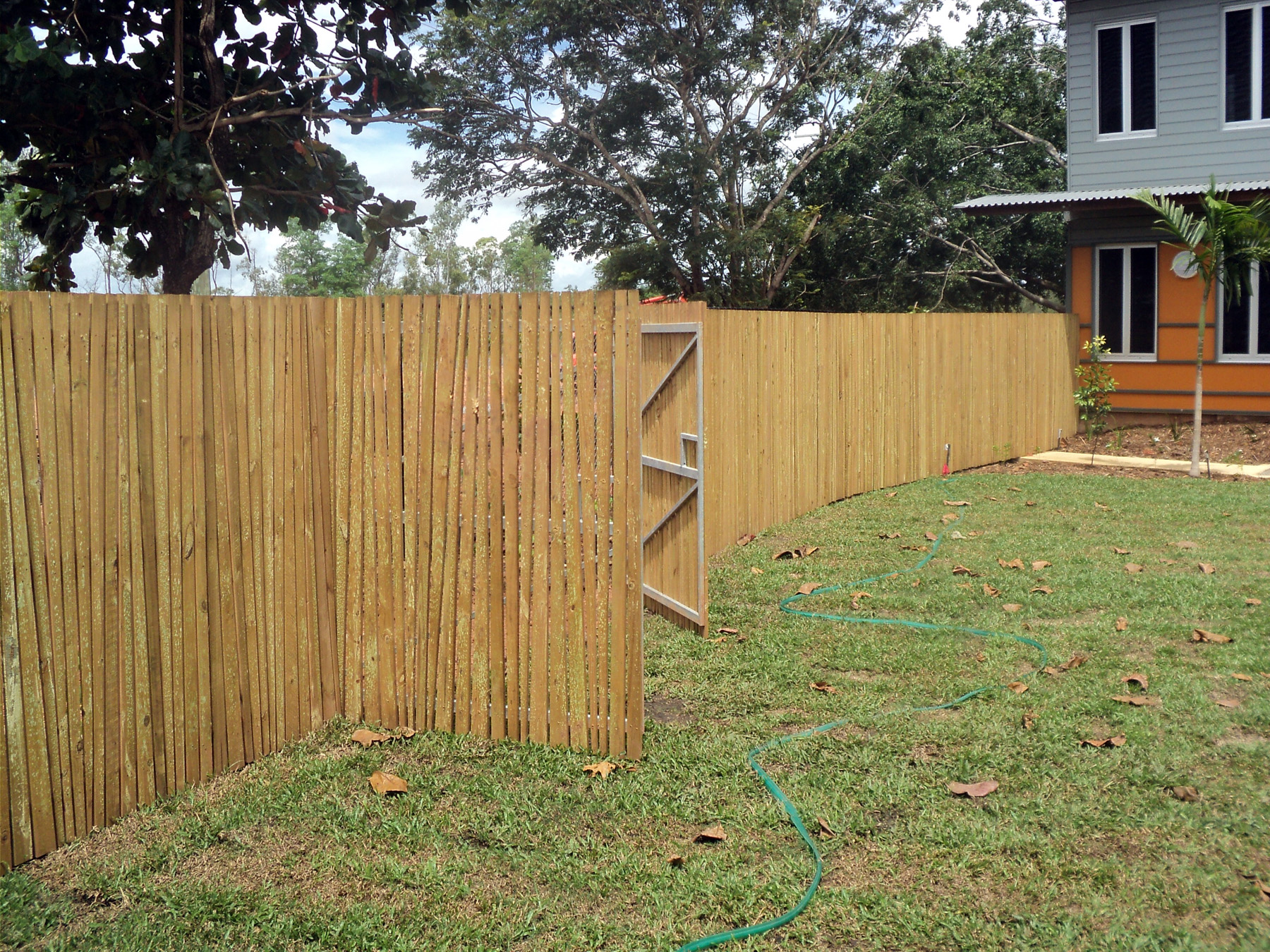 Cairns Fencing Ph: 07 4035 6744 | Timber - Cairns Fencing Ph: 07